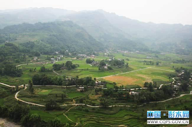 重庆市彭水苗族土家族自治县棣棠乡到广广西玉林有多少公里公里,直行